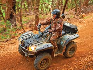 2015.can-am.outlander.camo_.front-left.riding.through-woods.jpg