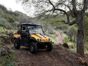 2015.cub-cadet.challenger.yellow.front-right.parked.on-trail.jpg