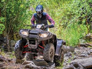 2015.honda.fourtrax-foreman-rubicon.black.front.riding.over-rocks.jpg