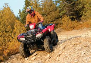 2015.honda.fourtrax-foreman-rubicon.red.front-left.riding.on-path.jpg