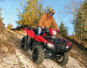 2015.honda.fourtrax-foreman-rubicon.red.front-right.riding.down-hill.jpg