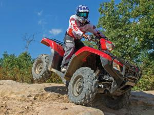 2015.honda.fourtrax-foreman-rubicon.red.front-right.riding.down-rocks.jpg