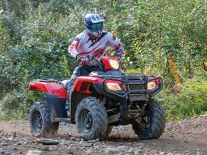2015.honda.fourtrax-foreman-rubicon.red.front-right.riding.over-rocks.jpg