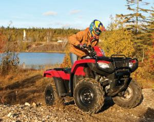 2015.honda.fourtrax-foreman-rubicon.red.front-right.riding.up-hill.jpg