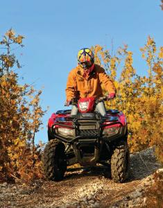 2015.honda_.fourtrax-foreman-rubicon.red_.front_.riding.on-path.jpg