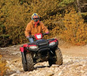 2015.honda.fourtrax-foreman-rubicon.red.front.riding.over-rocks.jpg