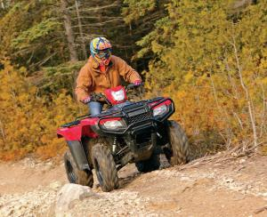 2015.honda_.fourtrax-foreman-rubicon.red_.front_.riding.up-hill.jpg