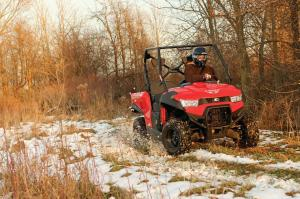 2015.kymco_.uxv450i.red_.front-right.riding.on-snow.jpg