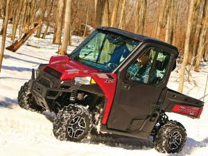 2015.polaris.ranger-xp900northstar.red.left.riding.on-snow.jpg