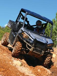 2015.polaris.ranger570.silver.front_.riding.on-dirt.jpg