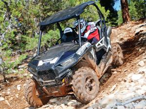 2015.polaris.rzr900.silver.front-left.riding.on-rocks.jpg