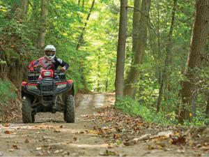 2015.polaris.sportsman850.red_.front_.riding.on-trail.jpg