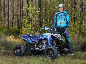 2015.yamaha.racer_.chad-wienen.standing-next-to.yfz450r.jpg