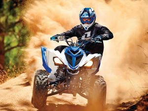 2015.yamaha.raptor700.blue-and-white.front.riding.on-sand.JPG