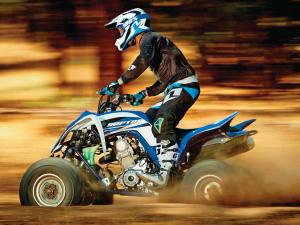 2015.yamaha.raptor700.blue-and-white.left.riding.on-sand.JPG