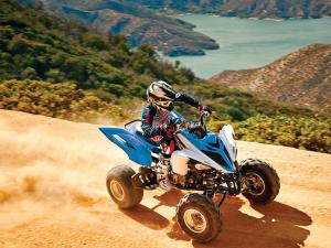2015.yamaha.raptor700.blue-and-white.top-right.riding.on-sand.JPG