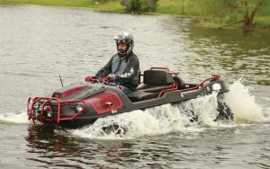 2016.argo_.avenger8x8lx.red_.front-left.riding.through-water.jpg