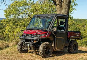 2016.can-am.defender.red.front-left.parked.on-grass.jpg