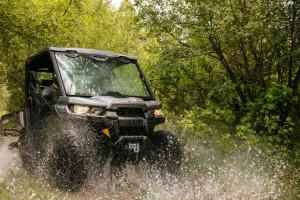 /files/styles/large/public/2016.can-am.defender.silver.front-right.riding.through-water_0.jpg?itok=IsW0KOXh