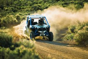 2016.can-am.maverick-x-ds1000r-turbo.white.front.riding.on-trail.jpg