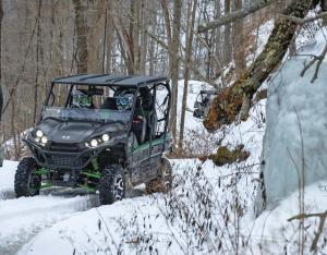 2016.kawasaki.teryx4_.black_.front_.riding.on-snow.jpg