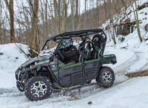 2016.kawasaki.teryx4_.black_.left_.riding.on-snow.jpg