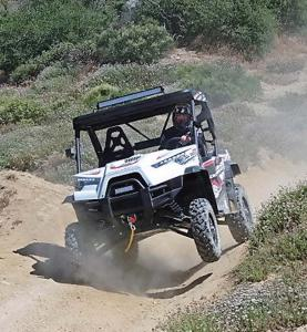 2016.odes.dominator800.white.front.riding.on-path.jpg