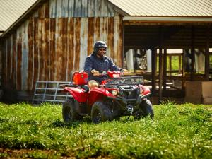 2016.yamaha.kodiak700-4x4.red_.front-right.riding.at-farm.jpg