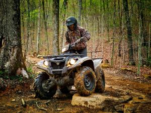 2016.yamaha.kodiak700eps4x4.camo_.front-left.riding.over-rock.jpg