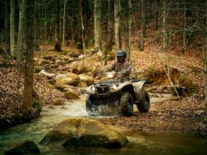 2016.yamaha.kodiak700eps4x4.camo_.front-left.riding.through-water.jpg