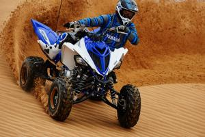 2016.yamaha.raptor700r.blue_.front-right.close_.sliding.at-dunes.jpg