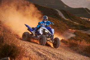2016.yamaha.raptor700r.blue_.front-right.riding.on-dirt.jpg