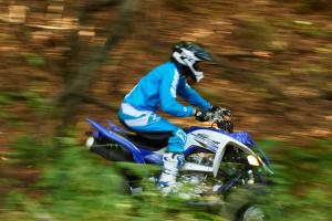2016.yamaha.raptor700r.blue_.right_.riding.in-woods.jpg