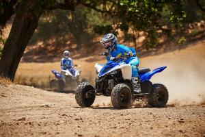 2016.yamaha.raptor90-and-raptor700r.blue_.front-left.riding.on-dirt.jpg