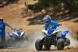 2016.yamaha.raptor90-and-raptor700r.blue_.front_.riding.on-dirt.jpg