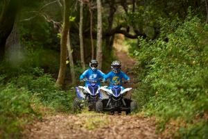 2016.yamaha.raptor90-and-raptor700r.blue_.front_.riding.on-path.jpg