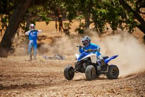 2016.yamaha.raptor90.blue_.front-left.riding.on-dirt.jpg