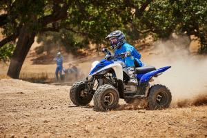 2016.yamaha.raptor90.blue_.left_.riding.on-dirt.jpg