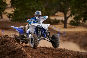 2016.yamaha.yfz450.blue_.front-right.close_.riding.on-dirt-track.jpg