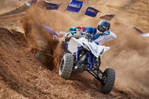 2016.yamaha.yfz450.blue.front-right.riding.on-dirt-track.jpg