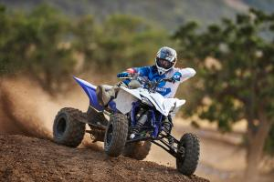 2016.yamaha.yfz450.blue_.front-right.riding.on-dirt.jpg