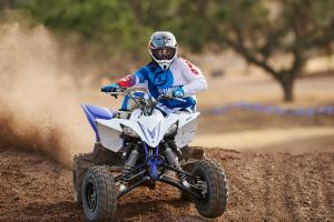 2016.yamaha.yfz450.blue_.front_.close_.riding.on-dirt-track.jpg