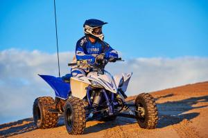 2016.yamaha.yfz450.blue_.front_.parked.on-sand.jpg