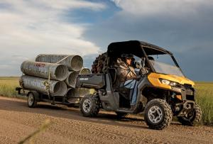 2017.can-am.commander.yellow.front-right.hauling-pipes.jpg