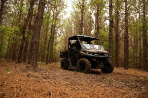 2017.can-am.defender-dps-hd5.camo.front-right.riding.in-woods.jpg