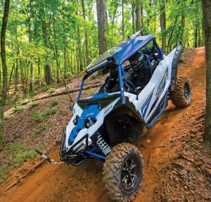2017.yamaha.yxz1000r-ss.white-and-blue.front-left.riding.on-trail.jpg