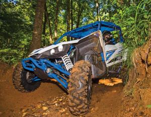 2017.yamaha.yxz1000r-ss.white-and-blue.front.riding.through-mud.jpg