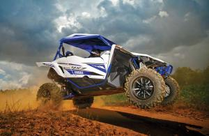 2017.yamaha.yxz1000r-ss.white-and-blue.right.jumping.in-air.jpg