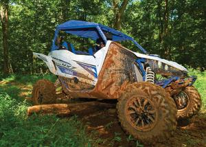 2017.yamaha.yxz1000r-ss.white-and-blue.right.riding.over-log.jpg