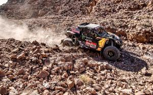 currie-can_am-maverick_x3-dakar-rocks-monster_energy.jpg